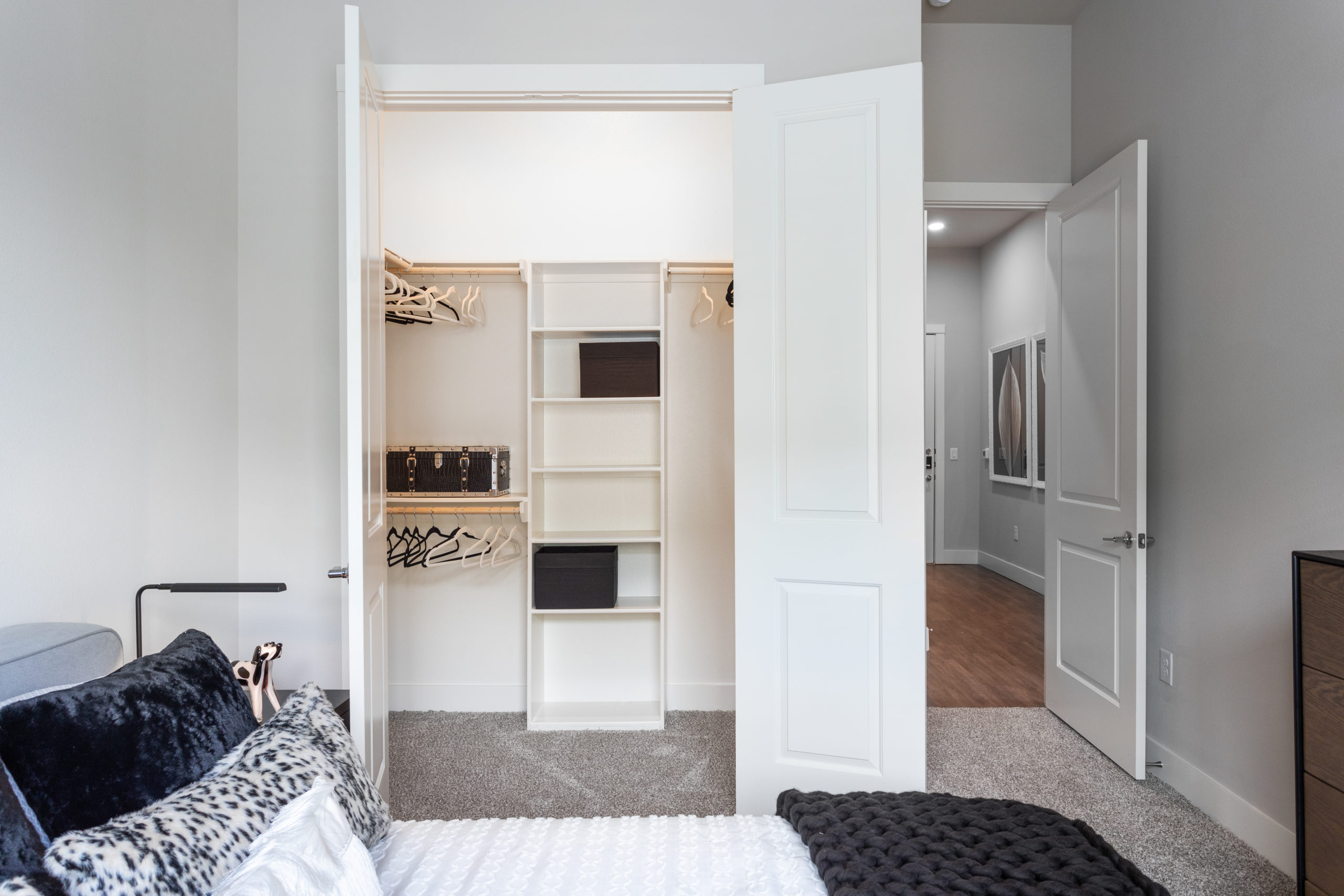 How to Maximize Closet Space in an Apartment